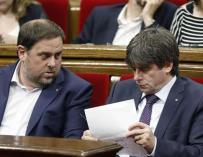Junqueras y Puigdemont en el Parlament.