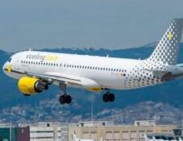 Avión de Vueling despegando de El Prat.