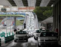 """La tarifa plana del taxi a Barajas genera un """"mapa"""" de partidarios y críticos"""