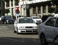 Fomento reúne a comunidades y ayuntamientos para tratar sobre el conflicto entre el taxi y Uber