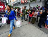 Colas para hacer la compra en Venezuela