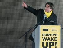 Carles Puigdemont, durante la manifestación soberanista que pide ayuda a Europa cargando contra la UE