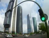 El dueño filipino de Torre Espacio se lleva el control del rascacielos a Singapur