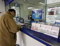 Roban jamones y lotería de El Niño en una galería comercial de Madrid