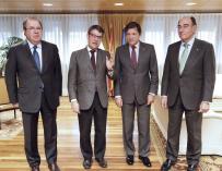 De izquierda a derecha: el presidente de Castilla-León Juan Vicente Herrera; el ministro Álvaro Nadal; el presidente de Asturias Javier Fernández y el presidente de Iberdrola, Ignacio Sánchez Galán