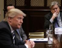 Steve Bannon en una reunión con Donald Trump (EFE)
