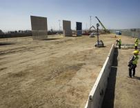 La construcción de los prototipos del nuevo muro en la frontera entre México y Estados Unidos avanzan según lo programado por el Gobierno