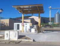 Abre en Higuera de la Sierra una gasolinera 'low cost', que al no tener personal ofrece combustible más barato