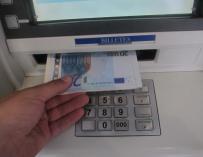 Más de 9.800 riojanos no tienen acceso a un cajero automático