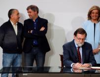 Mariano Rajoy durante la firma del acuerdo social.