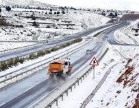 El Ayuntamiento mantiene el Plan Nevada y distribuye sal en todos los distritos