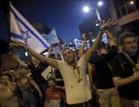 El intento de inmolación saca a la calle a mil israelíes en una protesta espontánea