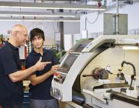 Bosch abre una convocatoria de 50 puestos de formación profesional dual para jóvenes de España en Alemania