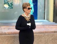 Fotografía de María Teresa Campos caracterizada como Audrey Hepburn