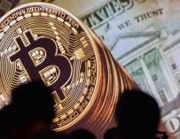 El Bitcoin, ajeno a las voces críticas, cerca ya de los 200.000 millones