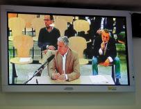 Vista desde un monitor de la sala de prensa de la Audiencia Nacional de la declaración de Pablo Crespo