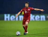 Xabi Alonso anotó un gol de bandera en un partido de la Copa Alemana. / AFP