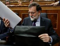 El presidente del Gobierno, Mariano Rajoy, en su escaño del Congreso donde hoy se celebra la sesión de control al Gobierno. EFE/Emilio Naranjo