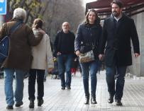 Arrimadas pasea con su marido como una ciudadana más