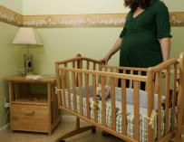 Los permisos por maternidad bajan un 4,29 por ciento y los de paternidad un 5,18