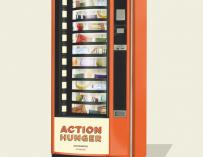 Fotografía de la máquina expendedora de Action Hunger para personas sin hogar.