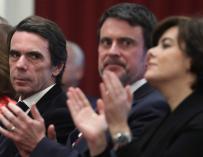 Valls entre Aznar y Soraya Sáenz de Santamaría
