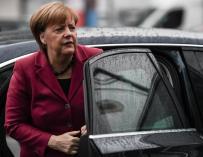 La canciller alemana y presidenta de la Unión Cristianodemócrata (CDU), Angela Merkel, a su llegada a una nueva ronda de conversaciones para la formación de gobierno en la sede de su partido en Berlín (Alemania) hoy, 26 de enero de 2018. EFE/ Clemens Bila