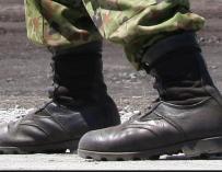 Fotografía de las botas de un soldado.