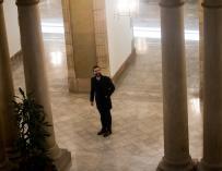 El presidente del Parlament, Roger Torrent, abandona el edificio del Parlament (EFE/Quique García)