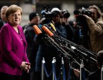 La canciller alemana, Angela Merkel, llega a la sede del Partido Socialdemócrata (SPD) en la capital alemana para una reunión con el líder socialdemócrata, Martin Schulz, en Berlín, Alemania,