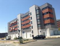 (Ampl.) La compraventa de viviendas modera su caída al 4,2% en el segundo trimestre, según Fomento