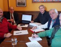 La cúpula de la Asociación de Jubilados Españoles (AJE).