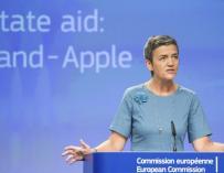 La comisaria europea de Competencia, Margrethe Vestager, en la rueda de prensa en relación al caso de las supuestas ventajas fiscales de la empresa Apple. EFE/Stephanie Lecocq.