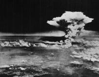Imagen distribuida por el ejército de EEUU de la bomba sobre Hiroshima