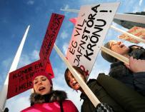 Fotografía de mujeres en huelga en Islandia.