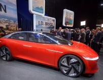 El I.D. Vizzion de Volkswagen es expuesto en la 88 edición del Salón del Automóvil de Ginebra (Suiza).