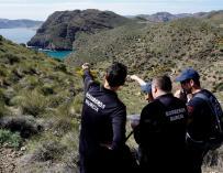 Agentes durante las labores de búsqueda del niño desaparecido