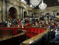 Los diputados de JxCat y ERC aplauden a los familiares de los políticos encarcelados