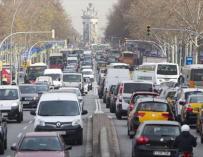 Los vehículos más contaminantes no podrán circular por el área de Barcelona desde 2019