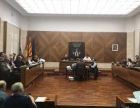 El salón de plenos con el retrato de Puigdemont como única imagen (@Aj_Sabadell)