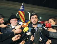 Lluis Puig, Toni Comín y Meritxell Serret hacen declaraciones a la salida del Palacio de Justicia, en Bruselas