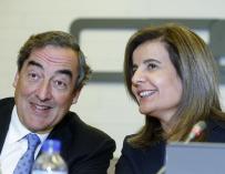 La ministra de Empleo, Fátima Báñez, y el presidente de CEOE, Juan Rosell.