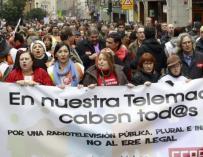 Trabajadores protestan por el ERE en Telemadrid.