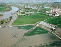 La crecida del Ebro a vista de pájaro a su paso por Zaragoza