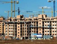 Los españoles piden más hipotecas para la vivienda, pero se endeudan menos
