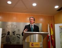 l ministro de Fomento, Iñigo de la Serna, durante la presentación de la Variante de Lanestosa (N-629) hoy en Santander. EFE/Pedro Puente Hoyos
