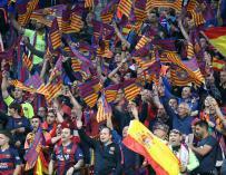 Aficionados del Barcelona en las gradas del estadio Wanda Metropolitano, en Madrid (EFE/Ballesteros)