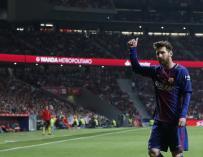 Messi saluda a la afición