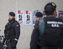 Agentes de la Guardia Civil durante otro registro en Sabadell por el 1-O
