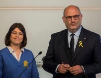 El portavoz adjunto de Junts per Catalunya (JxCat), Eduard Pujol (d) y la diputada Gemma Geis